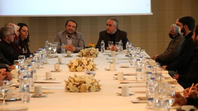 Kürt yazarlar: Kürtçe için her evin kapısı çalınmalı