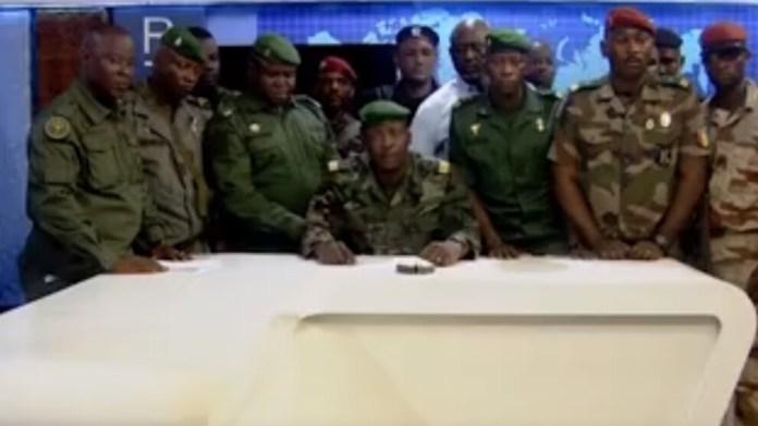 Gine'de darbeciler devlet kurumlarını feshetti