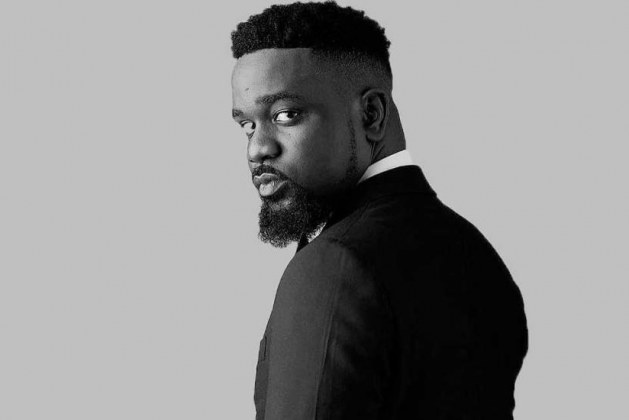 multiple times Sarkodie offered strong expressions with his design sense