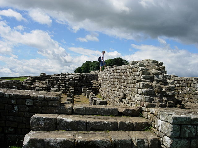 640px-hadrians_wall_05