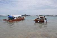 Pengunjung yang akan kembali dari pulau Putri.