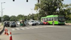 Cars standing for the traffic signal near India Gate.
