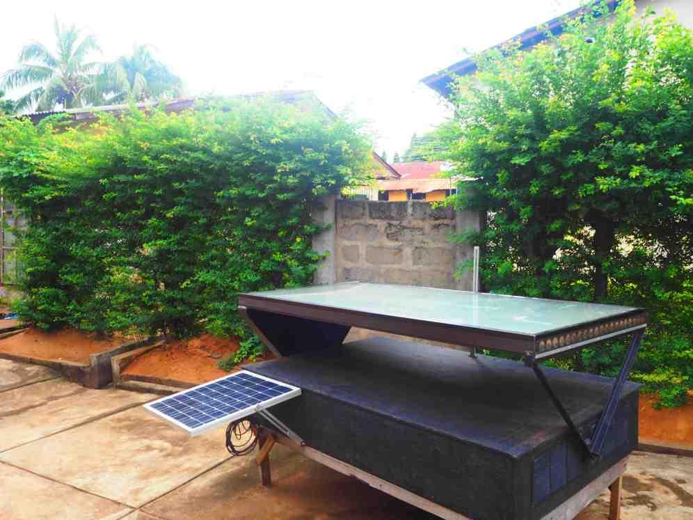 Séchoir solaire de Moringa