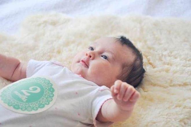Kết quả hình ảnh cho trẻ 2 tháng chưa biết ngẩng đầu