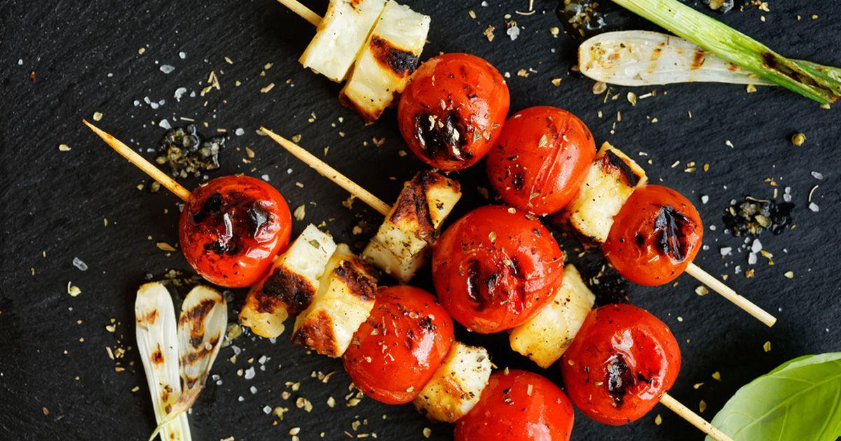 Haloumi kabab met brood en warme groente