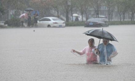 【BBC】河南水灾:郑州暴雨已致25人丧生,医院停电,过去24小时发生了什么