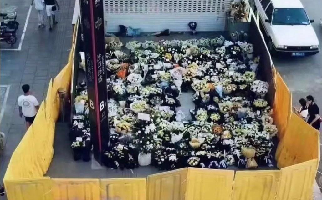 梁之:允许用鲜花寄托对死难者的哀思,天不会塌!