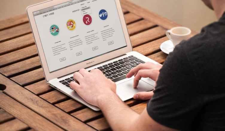 Una landing page, o página de aterrizaje, nos ayuda a convertir a los usuarios en clientes finales