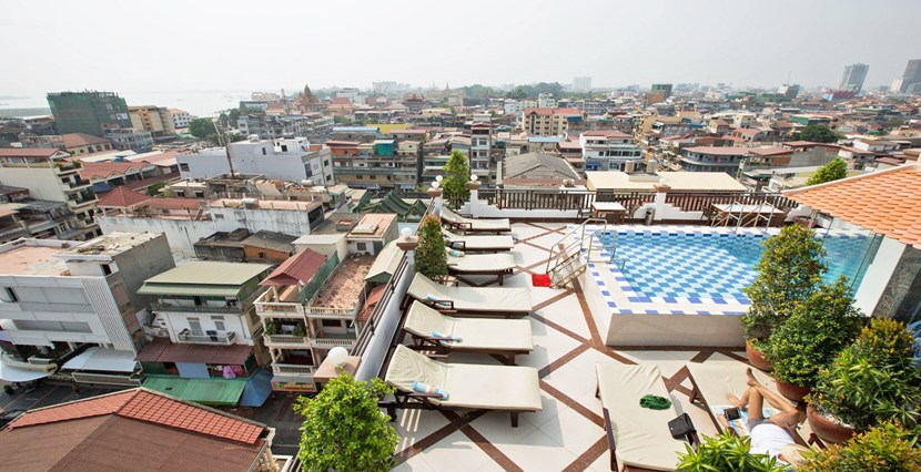 R-HT040001-Rent-Hotel-rooftop