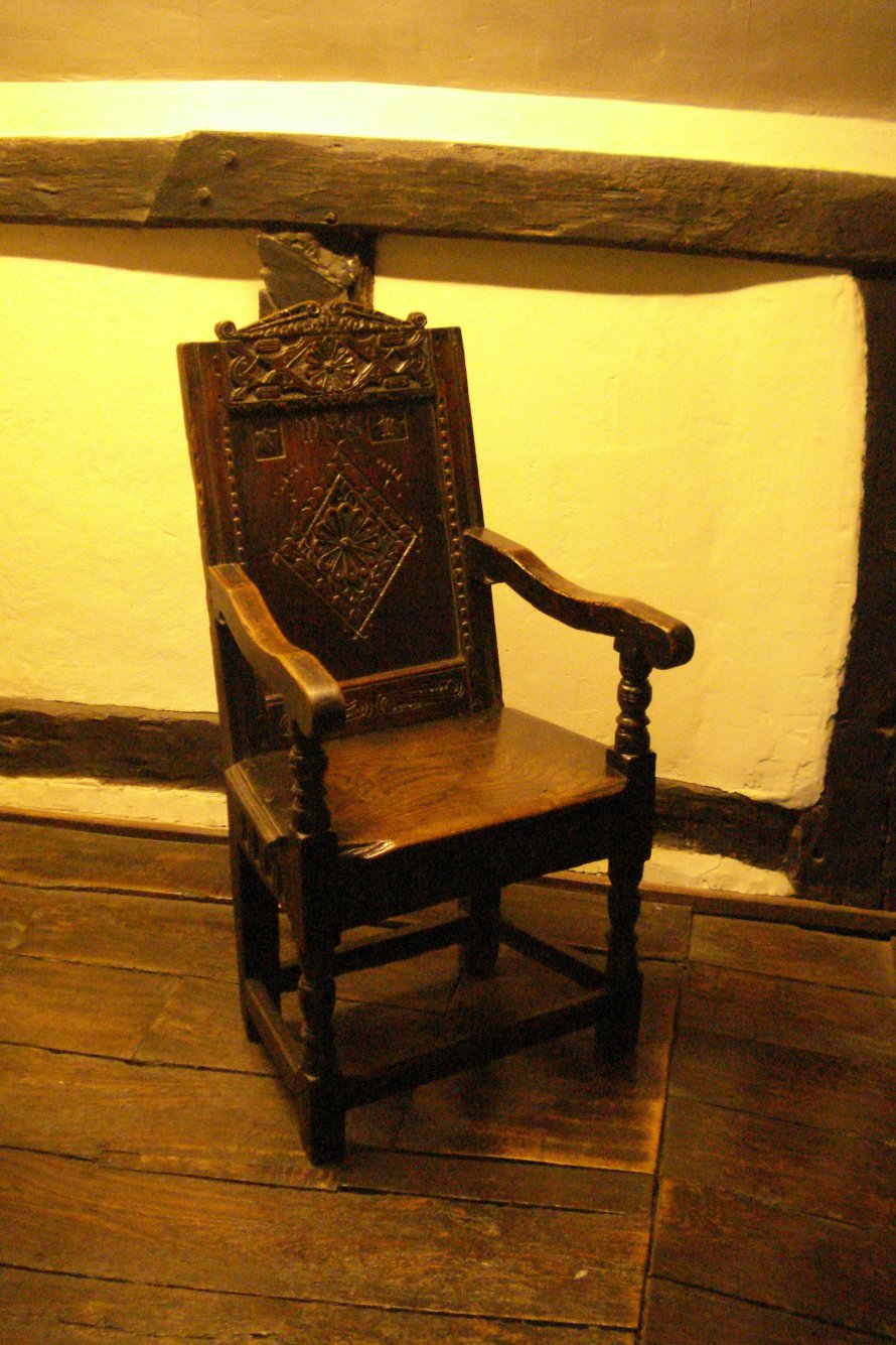 Shakespeare's courting chair (Photo by Ruth)