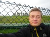 За забором - объект незавершённого строительства Stonehendge (Стоунхендж)