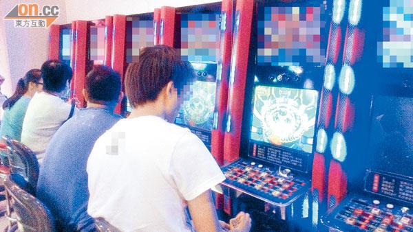(上水)店內遊戲機受青少年歡迎,座無虛席。