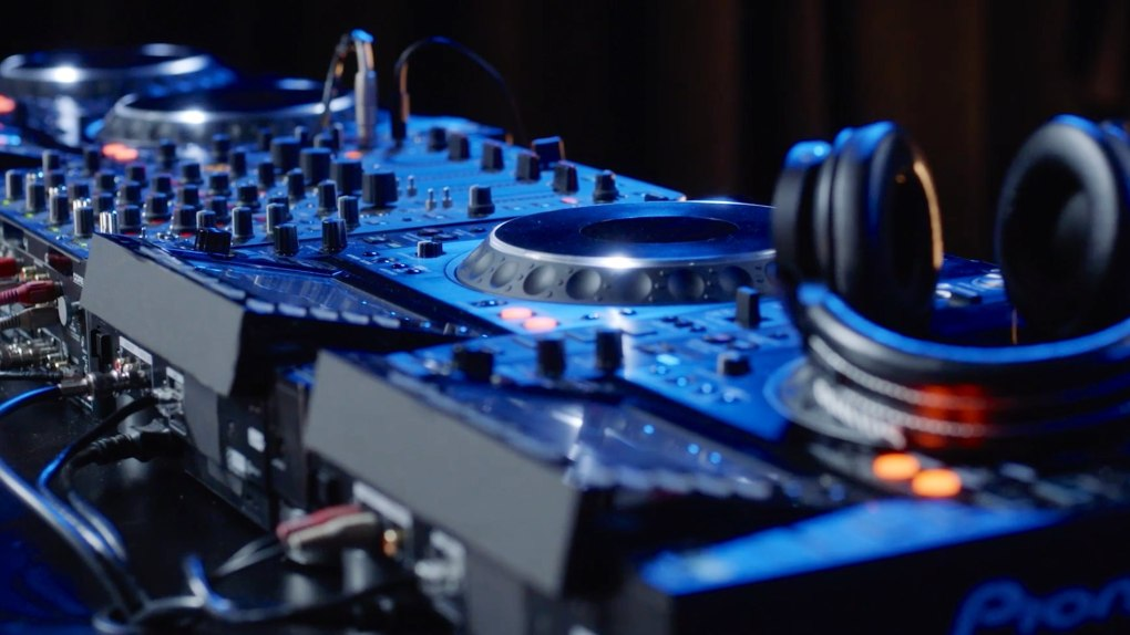 Armin van Buuren Teaches Dance Music on MasterClass