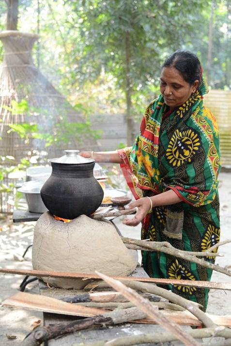 バパピタを焼く女性