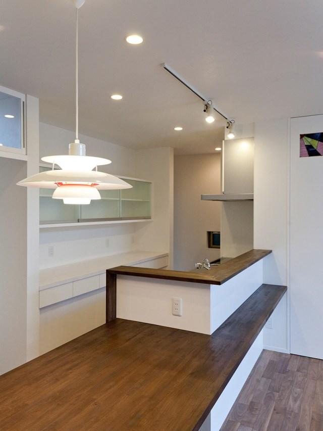 造作の家具で囲まれたデザイン性のあるキッチン1