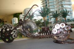 moto de lata velha sucata