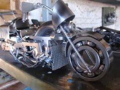 moto em forma de sucata