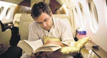 מה למדת בבית הספר היום, ראהול ביישן שלי? יורש העצר של משפחת גאנדהי השתמט מן הפיסגה במשך שנים. עכשיו הוא נושא את דגלה המתנדנד של מפלגתו (המקור: Times of India, ששה במאי 2009)