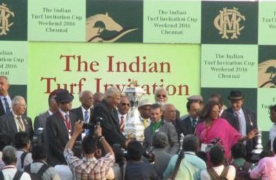 David Allen receiving prize from R.Ramakrishnan, the chairman of Madras Race Club