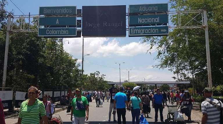 """Cúcuta: ¿Cómo se (sobre)vive a las puertas del """"infierno"""" de Venezuela?"""