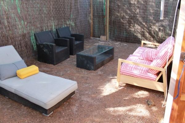 terraza al aire libre con sofás