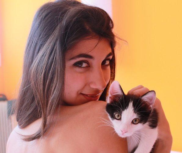 chica y gato PIF