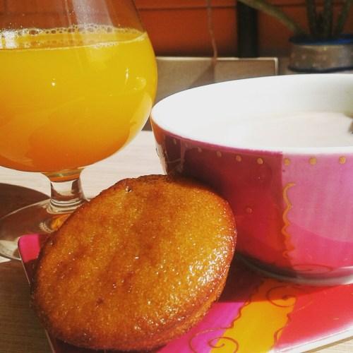 desayuno con bizcocho