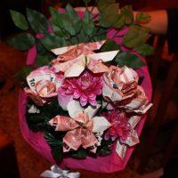 DIY - Regalo para una boda: flores hechas con billetes
