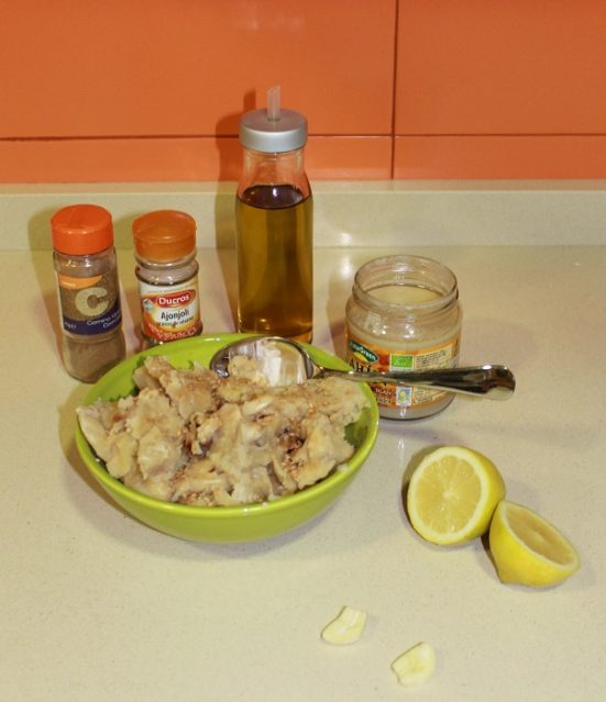 preparación del humus de garrofón