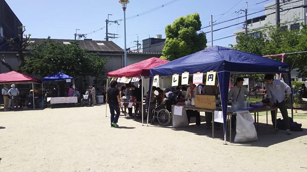 春まつり 田川東公園内 カレーとからあげ