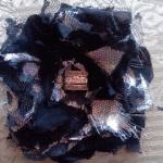 DIY cómo hacer una flor con retales deshilachados