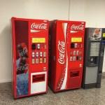 Maquinas expendedoras de bebidas en el Free Shop de Ezeiza