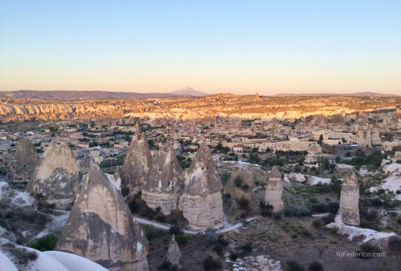 Un hermoso hotel en las cuevas de Göreme, Cappadocia