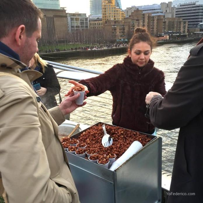 Vendedora de garrapiñadas en Londres
