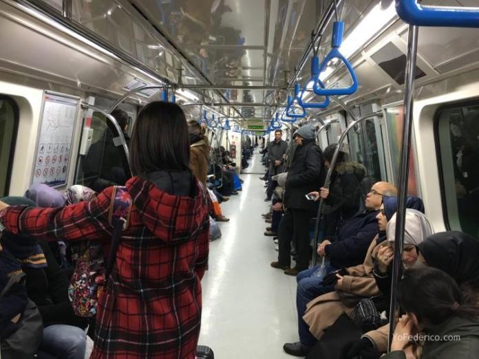 Cómo ir en Metro del aeropuerto de Estambul a la ciudad 8