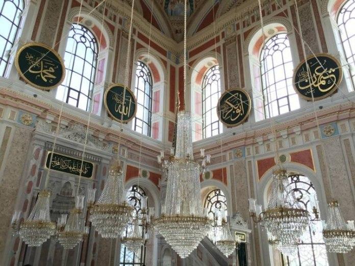 La mezquita de Ortaköy en Estambul 8