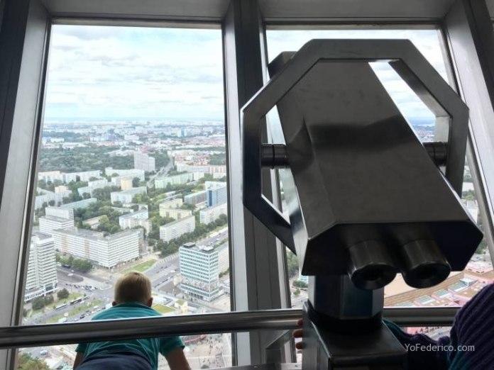 Subimos a la Torre de TV de Berlín 10