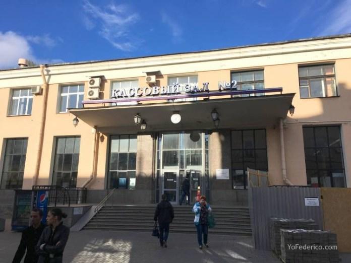 Comprando pasajes de tren en San Petersburgo para ir a Moscú 2