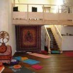 salle de pratique anakhyashram ashram de yoga en provence