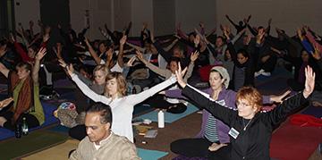 Shiva Singh Khalsa of Spirit Rising Foundation led a Kundalini yoga class at the Vivekananda conference.