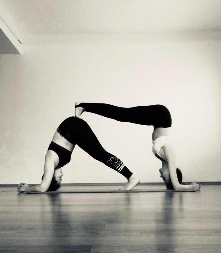 Йога - снимает напряжение в области шеи и плеч.