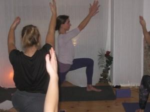 Yogakurse in Berlin Prenzlauer Berg unter der Leitung von Dr. med.Wiebke Mohme. Jeder Yogastil und jedes Yoganiveau ist willkommen und wird integriert. Wiebke ist eine Meisterin in Sachen Stundengestaltung. Sie ist sehr kreativ unterwegs.