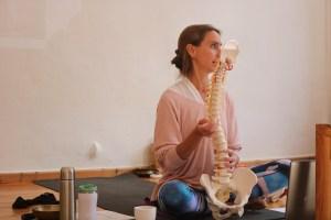 Yogalehrer Fortbildung & Yoga Fortbildung. Anatomie & Körperwissen für Yogalehrerinnen & Yogalehrer - mit Dr. med. Wiebke Mohme