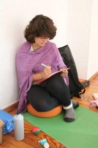 Anatomie & Körperwissen für Yogalehrer & Yogalehrerinnen beinhaltet viel mehr, als es scheint. Dr. Mohme als Ärztin & yogabegeisterte Yogalehrerin vermittelt Dir grundlegende und tiefe Einsichten. Dr. med. Wiebke Mohme ist ganzheitliche Ärztin & Ayurveda Arzt. Diese Yoga Fortbildung ist für sämtliche Yogastile sinnvoll. Unabhängig, ob Du vom Kundalini kommst, oder Jivamukti oder Ashtanga oder Power Yoga oder Hot Yoga! Es ist in jedem Falle eine große Bereicherung!