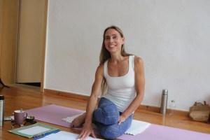 Dr. Mohme ist Topexpertin in den Bereichen Yoga & Yogatherapie. Sie bietet sowohl Yoga Ausbildungen als auch Yogatherapieausbildungen an. Ihre Yogalehrer Ausbildungen bestechen genauso durch Qualität, wie ihre Yogatherapie Ausbildungen. Ihr fundiertes medizinisches Wissen kommt in der Yogatherapie besonders zur Geltung. Im Yoga geht es um Individuelles Handeln. Es geht darum, persönliche Lösungen & Unterstützungen zu finden.
