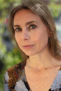 Dr. Mohme ist Ausbildungsleiterin der Yogalehrer Ausbildung in Berlin Prenzlauer Berg. Dr. Mohme ist Topexpertin in den Bereichen Gesundheit, Medizin, Ayurveda, Anatomie, Yogatherapie & Yoga. Außerdem unterrichtet & lehrt sie Yoga von ganzem Herzen. Sie ist also mit ihrer gesamten Seele dabei!