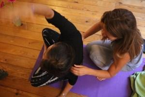 Da Fortbildungen für Yogalehrer & Yogalehrerinnen wichtig sind bietet das Ausbildungsinstitut Yoga & Cure in Berlin solche an. Hier erlebst Du qualifizierten Unterricht. Dieser ist sowohl medizinisch fundiert, als auch ganzheitlich. Wiebke hat ein großes, umfangreiches Fachwissen und ist absolute Expertin in den Bereichen Medizin, Yoga, Yogatherapie und Ayurveda.