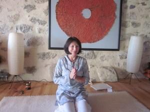 Nadège Chable a obtenu son diplôme de Yoga en 2007 à l'école de Christophe Steiger, Montreux, Suisse (enseignement du Hatha Yoga ayurvédique de la lignée de Paramapadma Dhiranandaji (S.K.Ghosh) aujourd'hui appelée « Ecole de Yoga Center of Montreux » .