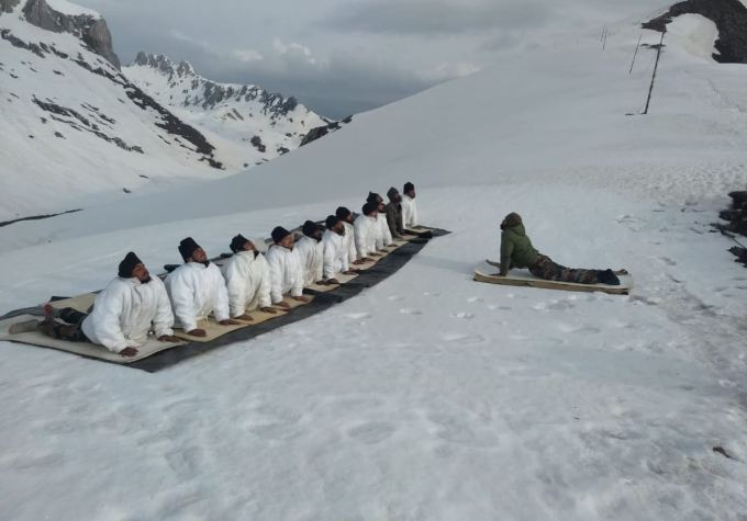 Yoga Day on Himalayas by Indian Army