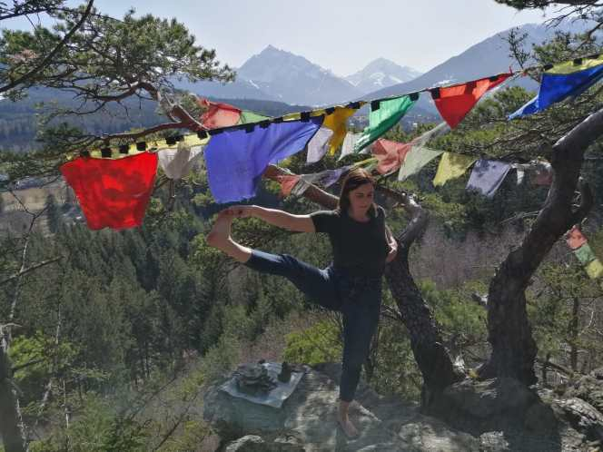 Uthita Hasta Padangushtasana am Lanser Kopf, Innsbruck, Nathalie Hosp Yoga